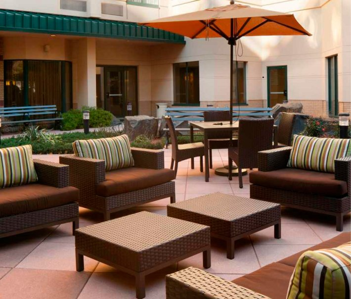 Courtyard by Marriott Slide 4